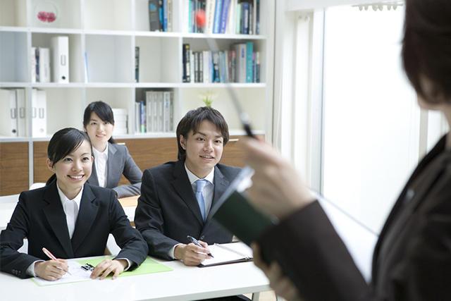 税理士が受ける研修。事務所や連盟が行う独自の研修もある